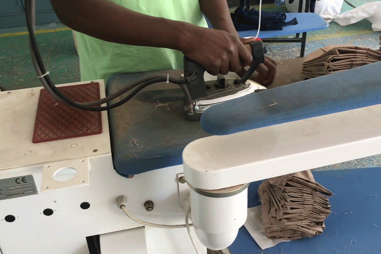 6_1.ironing-machine_garment-project-(7)