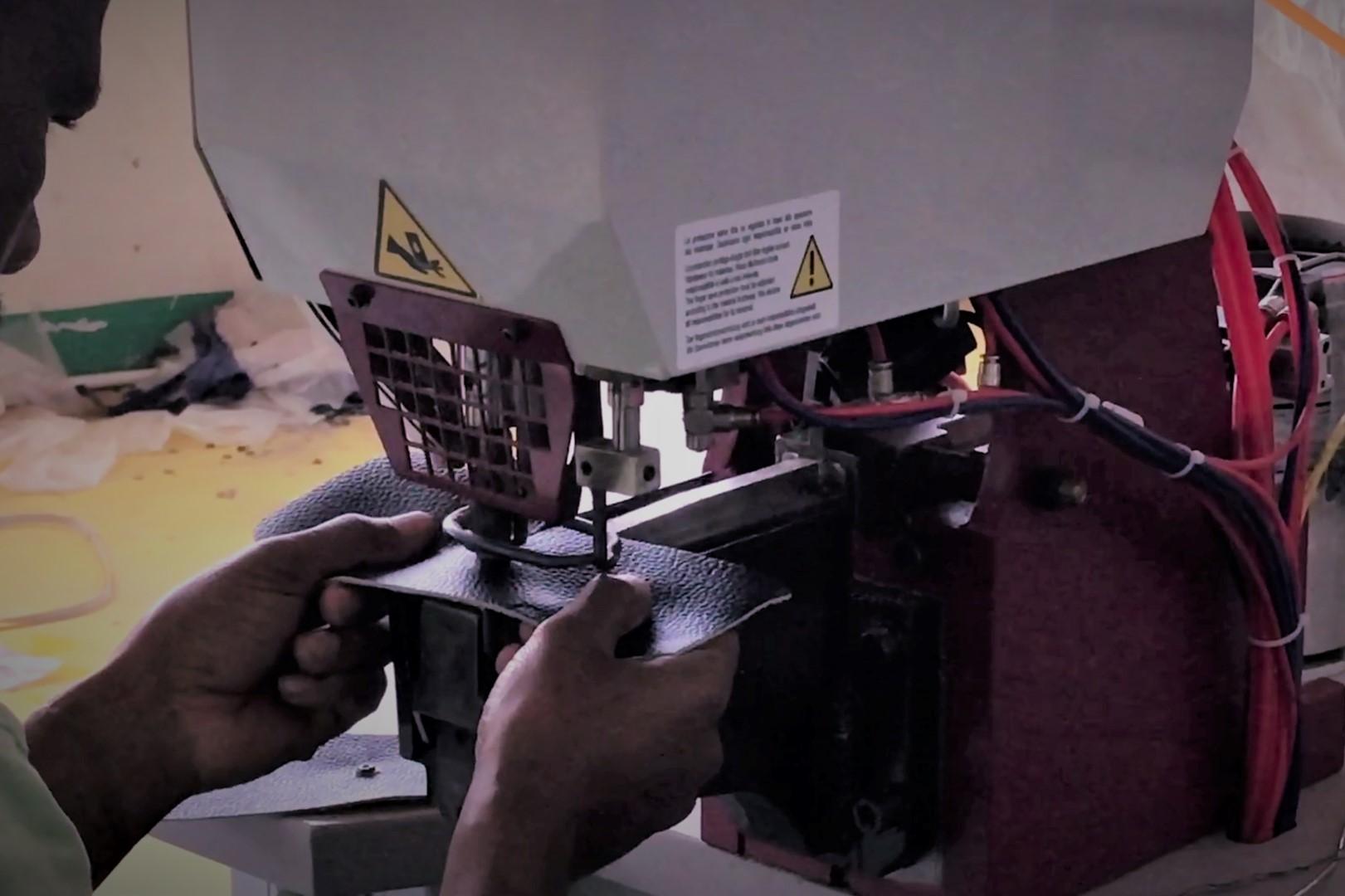 garment_0018_3.BUTTON EYELET RIVET ATTACHING MACHINES_garment project (4)