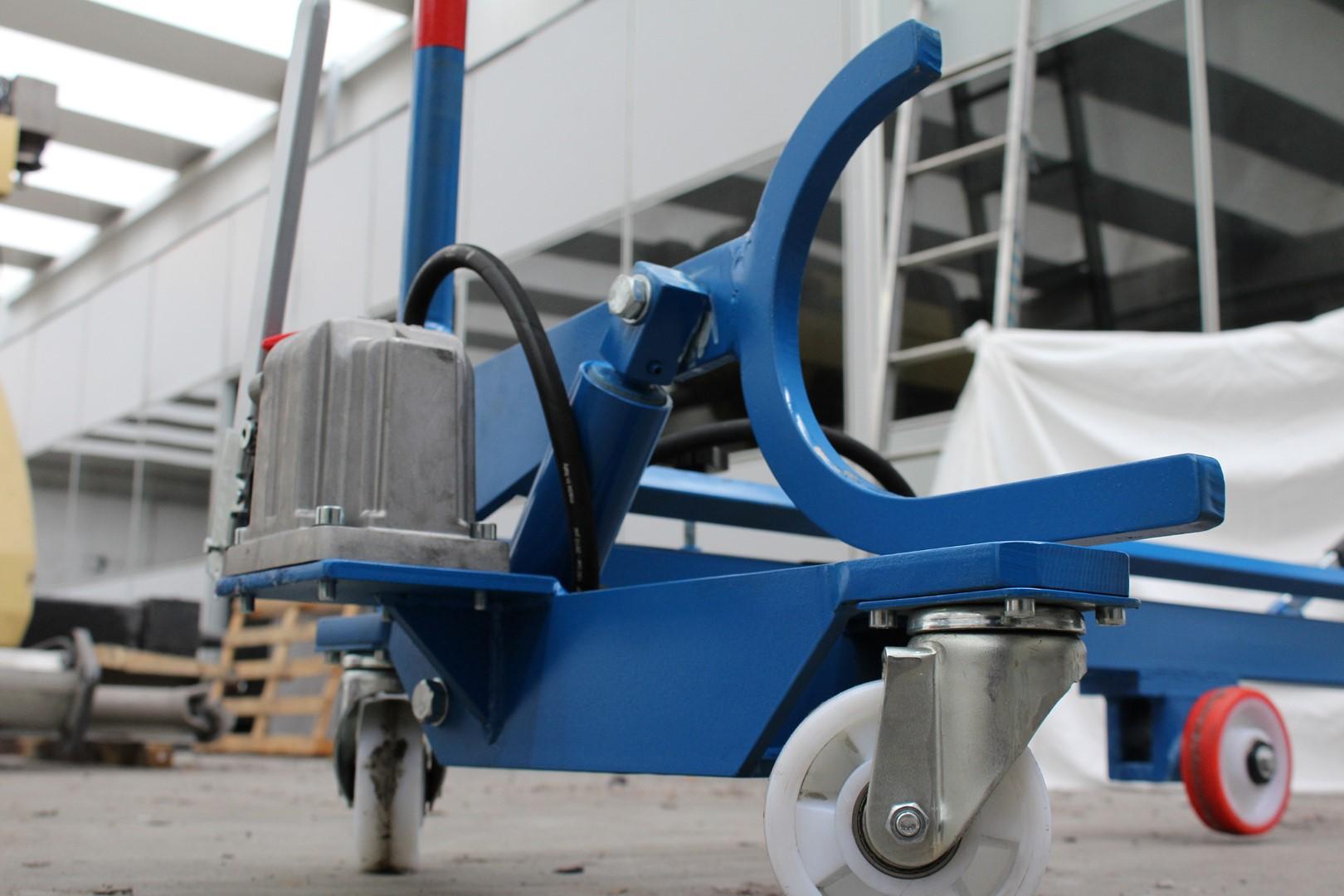 textile-machinery_0020_sia-geo1 lifting trolley (2)